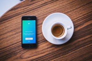 [2021最新]TwitterのDM音声メッセージ機能について分かりやすく解説します!画像付きのサムネイル画像